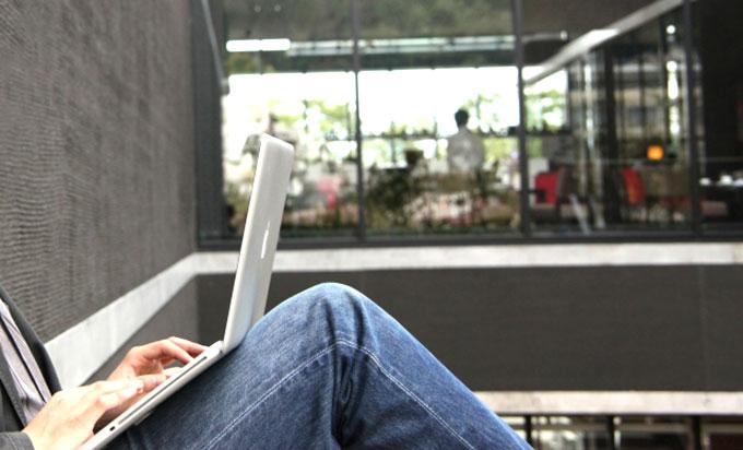 社内LANは有線・無線どちらにするべき?メリットとデメリットを解説